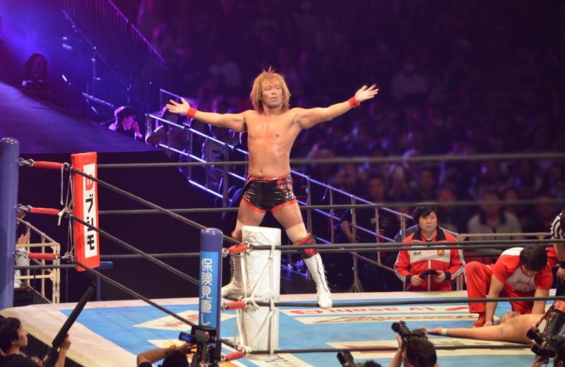 新日本プロレス大阪。内藤対YOSHI-HASHI。勝利をアピールする内藤